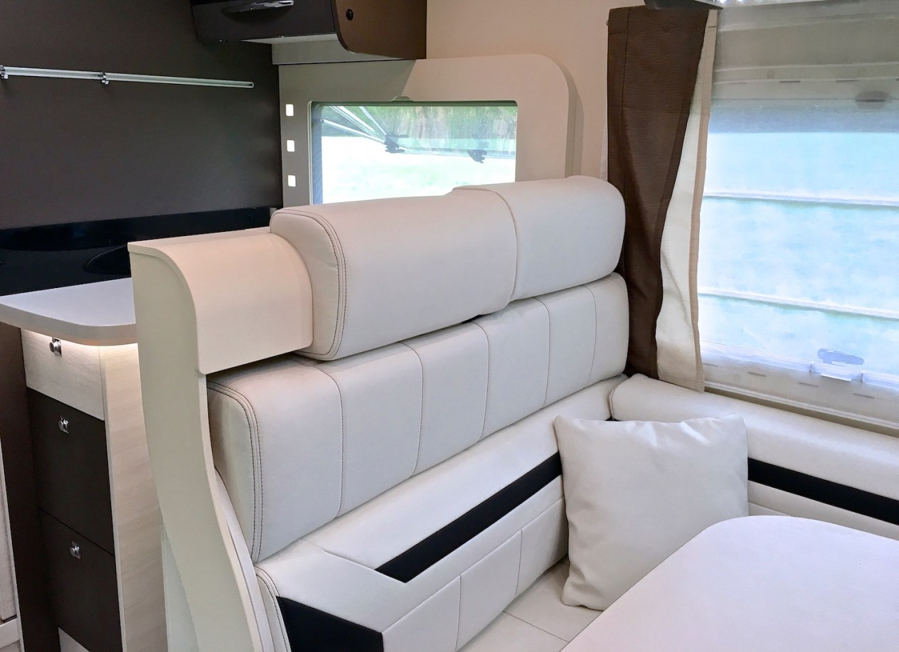 Chausson 718 EB Welcome 2016 zitgroep Campers Noord
