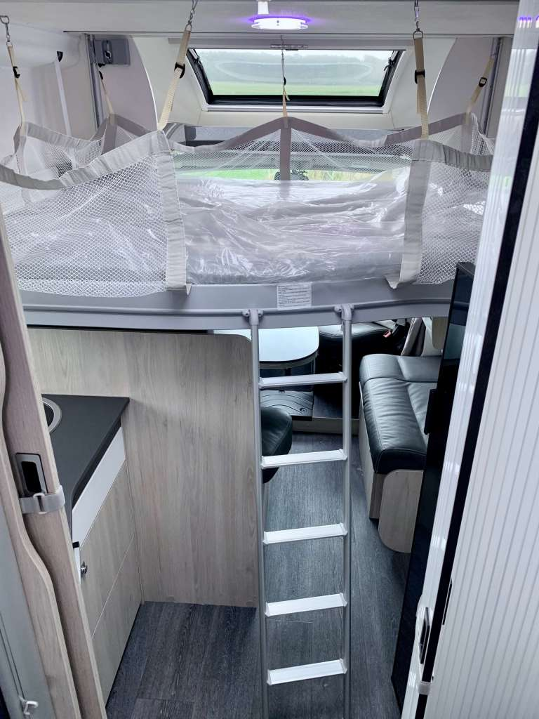 Challenger 398 2018 Campers Noord hefbed