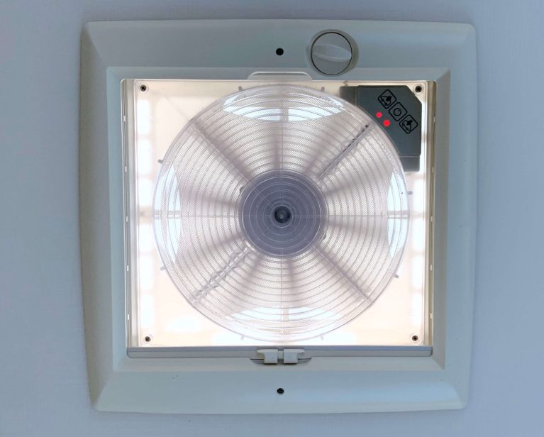 Ventilator slaapkamer Chausson 768 premium vip campers noord