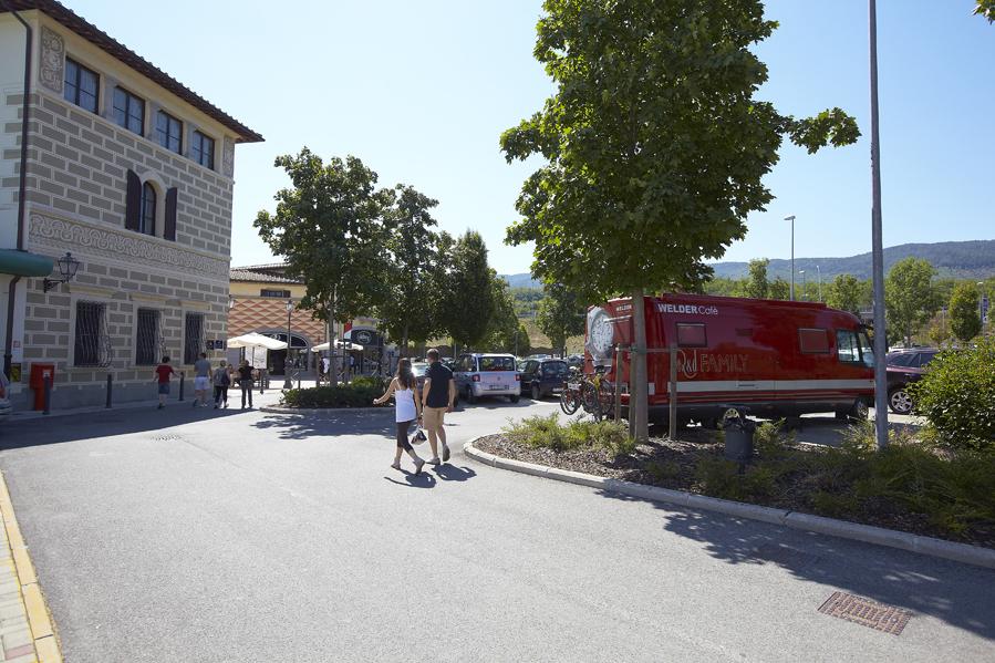 La Vecchia Signora parcheggiata al Barberino Outlet Village (FI)