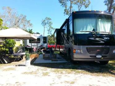Woodsmoke-Camping-Resort-in-Fort-Myers-Florida2