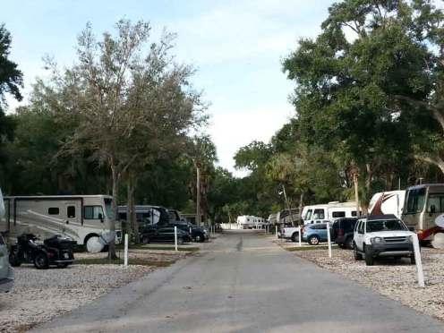 Bay Bayou RV Resort in Tampa Florida Roadway