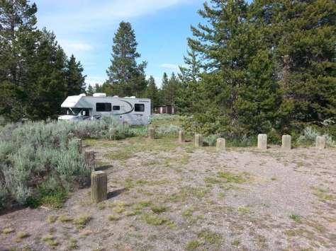 lonesomehurst-campground-west-yellowstone-montana-backin