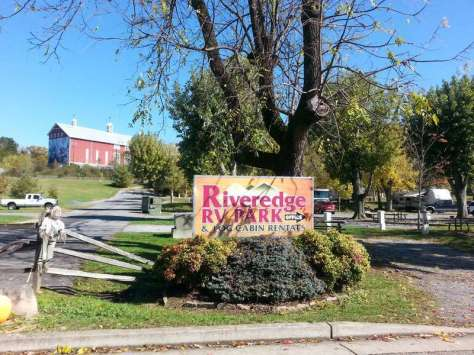 Riveredge RV Park in Pigeon Forge Tennessee Sign