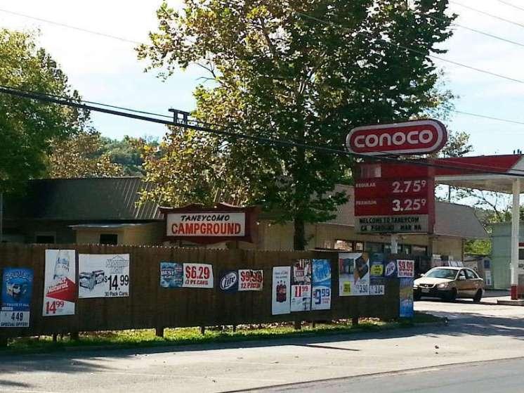 Taneycomo Market & Campground in Rockaway Beach Missouri Sign