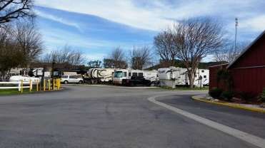 travel-village-rv-park-castaic-ca-01