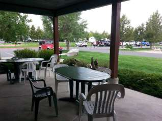 yellowstone-grizzly-rv-park-west-yellowstone-porch
