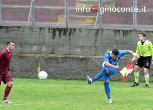 Il centravanti Roberto D'Auria