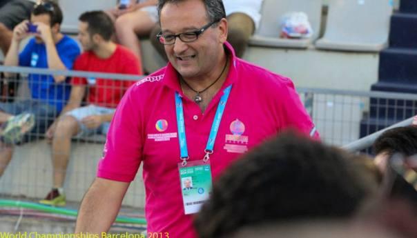 """Filippo Gomez, puteolano e arbitro internazionale di pallanuoto. """"Porto in giro per il mondo i colori dei Campi Flegrei"""""""