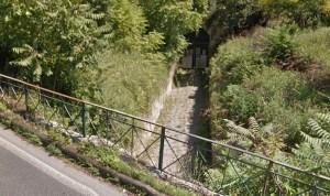 Grotta di Cocceio ai margini di via Arco Felice Vecchio