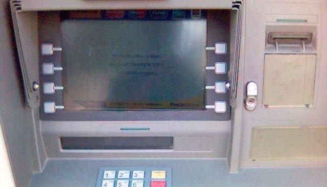 Truffa al bancomat della Credem di Pozzuoli