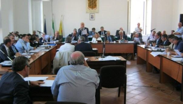 Consigliere comunale nel mirino delle Iene per una presunta compravendita di posti