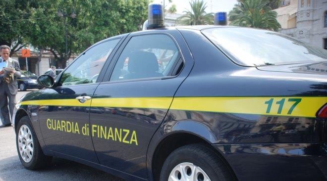 POZZUOLI/ Consulente finanziario abusivo denunciato dalla Guardia di Finanza
