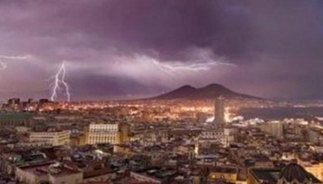 Ragazzo colpito da un fulmine sul Vesuvio, è in coma