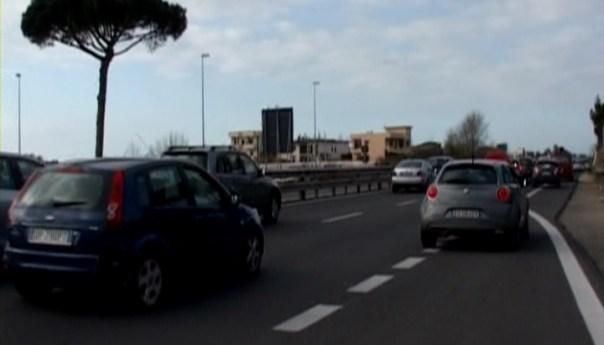 Statale 7 quater via Domitiana limitazioni al traffico dal 22 settembre al 24 ottobre, lo riferisce l'Anas