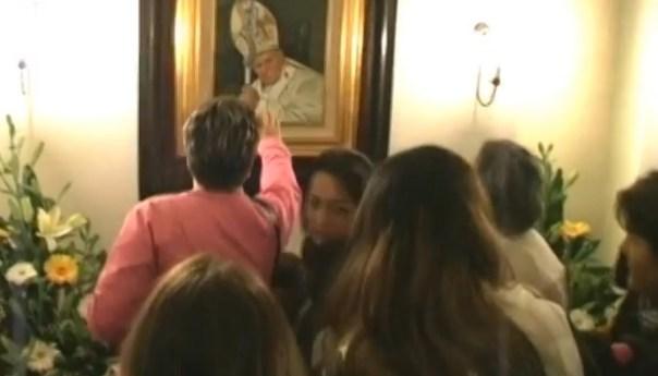 San Giovanni Paolo II, l'immagine esposta alla venerazione dei fedeli nella parrocchia di San Michele Arcangelo di Toiano