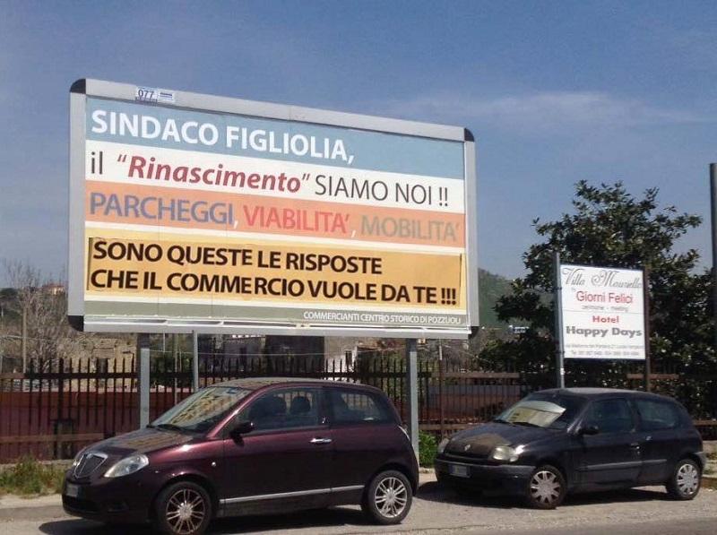 Uno dei manifesti fatti affiggere dai commercianti del centro storico di Pozzuoli