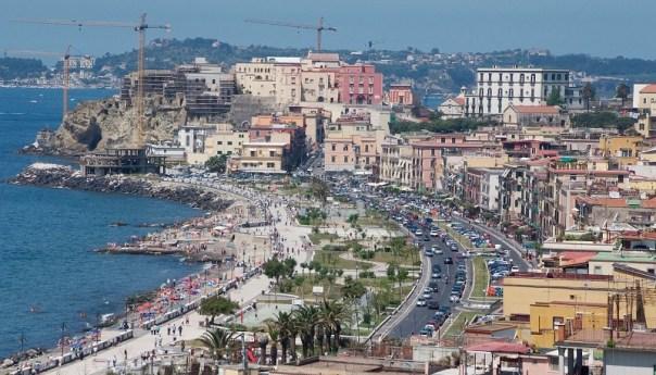 Pozzuoli, vietato tuffarsi a via Napoli