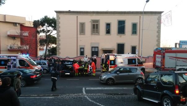 Auto a folle velocità ad Arco Felice, sfiorata la tragedia