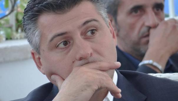 """Monte di Procida, il consigliere d'opposizione Di Cupillo attacca: """"Passerelle per disabili divelte dal maltempo, altri soldi gettati in mare"""""""