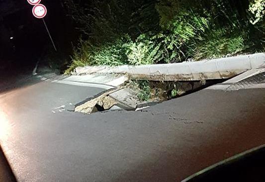 Quarto, voragine in via Casalanno: chiusa al traffico per verificarne la staticità