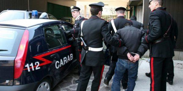 Monterusciello, picchia la moglie e va al cinema col figlio: arrestato un 33enne