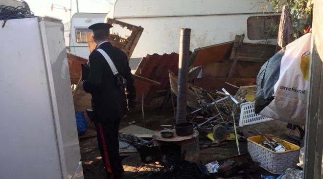 Qualiano, carcasse e auto con intestazioni fittizie trovate in un campo nomadi