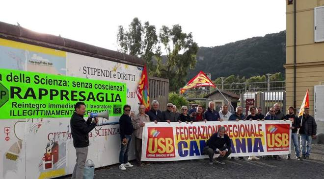 Sit-in davanti Città della Scienza per chiedere il reintegro del lavoratore quartese Emiliano Caiazzo