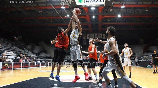 Basket, la Bava Virtus Pozzuoli domenica fa visita alla Decò Caserta: obbligatorio vincere il derby campano!