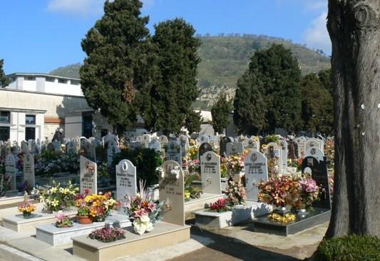 POZZUOLI/ Vento forte, il comune chiude il cimitero di via Luciano e i parchi pubblici