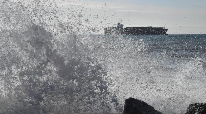 ALLERTA METEO/ Campi Flegrei, vento forte e mare agitato dalla mezzanotte