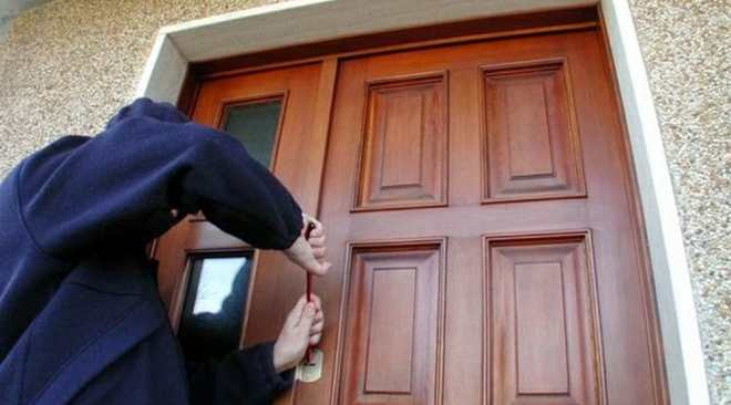 Pozzuoli, Natale è alle porte e i ladri si ingegnano per rubare nelle case