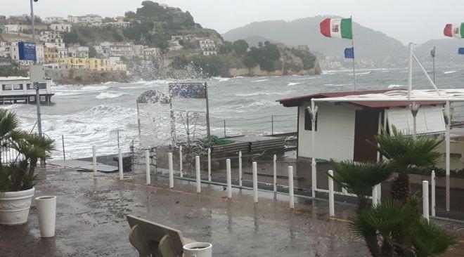 Campi Flegrei, piogge, vento forte e mare agitato fino a giovedì