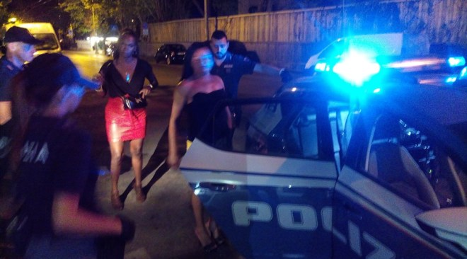 Spinse cliente al suicidio, arrestata una prostituta rumena di 42anni