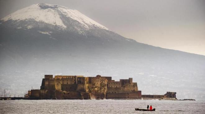 Temperature fredde nel Napoletano, il Vesuvio è tutto imbiancato