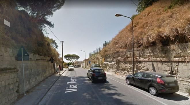 BAIA/ Furto nel traffico in via Delle Terme Romane, ladri inseguiti da due persone