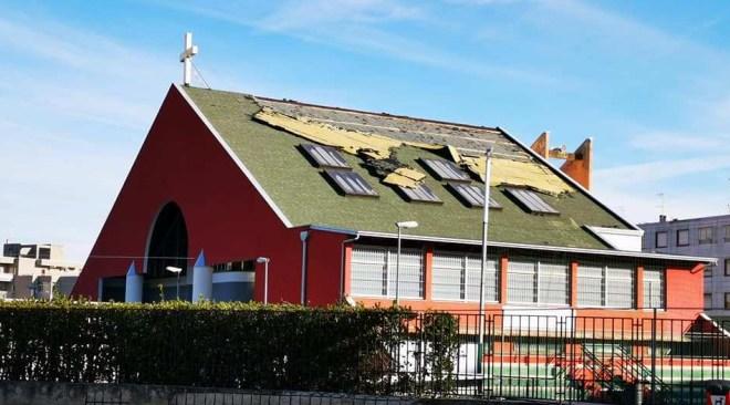 QUARTO/ Il vento danneggia il tetto della chiesa di San Castrese