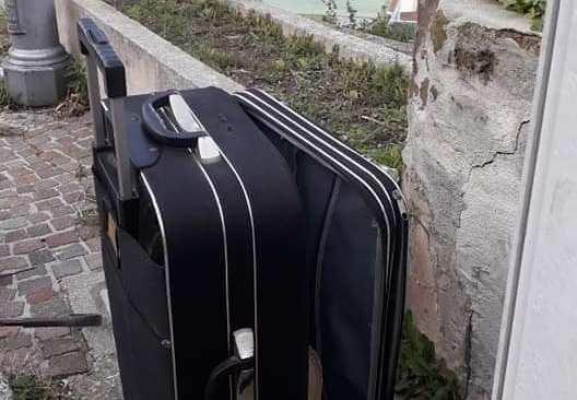 MONTE DI PROCIDA/Abbandona una valigia per strada, vigili urbani a caccia dell'autore