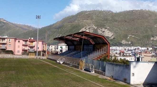 """CALCIO/ Stadio """"Conte"""" inagibile, la Puteolana 1902 cerca un campo per finire la stagione"""