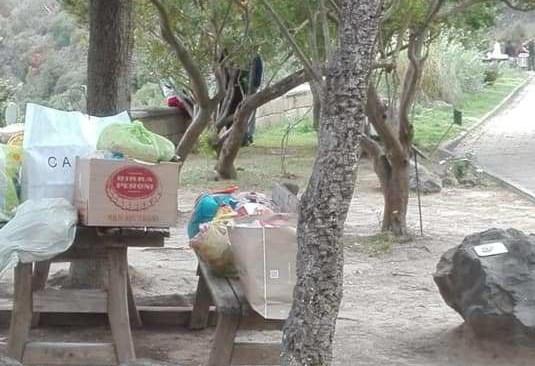 POZZUOLI/ Entrano abusivamente nell'Oasi di Montenuovo chiusa e la lasciano piena di rifiuti