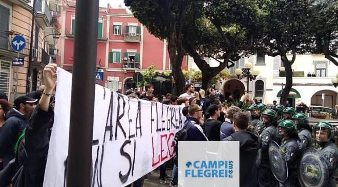 """POZZUOLI/ I Centri Sociali: """"Protesta pacifica contro provocazione da chi non si è mai visto sul territorio"""""""