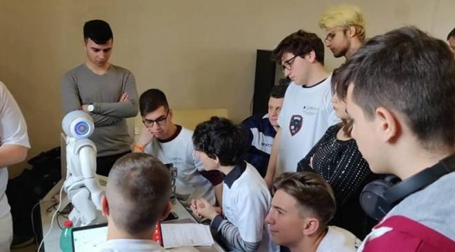 POZZUOLI/ Trionfo degli alunni del Tassinari alla finale del Nao Challenge e menzione speciale