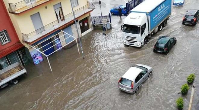 """Campi Flegrei, un po' di pioggia e si formano """"veri"""" fiumi e torrenti"""