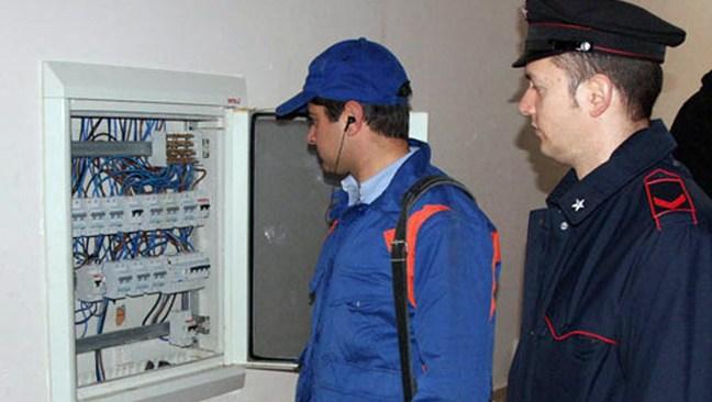 BACOLI/ Furto di energia elettrica in un cantiere navale e un supermercato: 2 denunce a piede libero