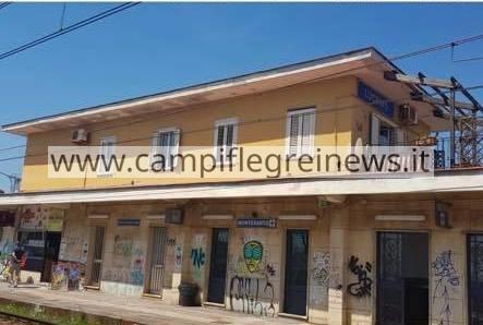 LUCRINO/ I writers vandalizzano la stazione della Cumana, l'Eav la mette a posto