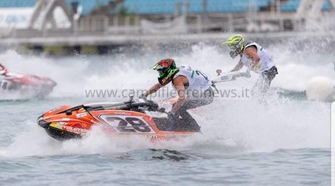 Spettacolo con il campionato italiano di moto d'acqua al Lido Varca d'Oro nel week end