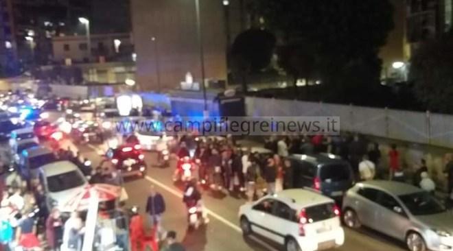 ULTIMORA/ Travolge un pedone e diverse auto in sosta, panico e tragedia sfiorata a Fuorigrotta