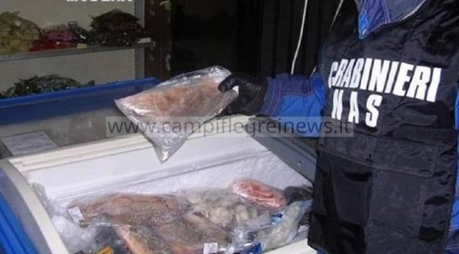 POZZUOLI/ Blitz dei Nas ad un ristorante sul porto: sequestrati 15 kg tra pesce e frutti di mare