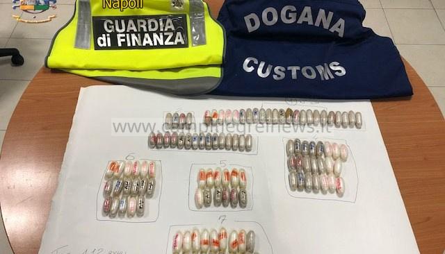 Aveva ingerito 112 ovuli di cocaina e eroina, arrestato dalla Finanza a Capodichino