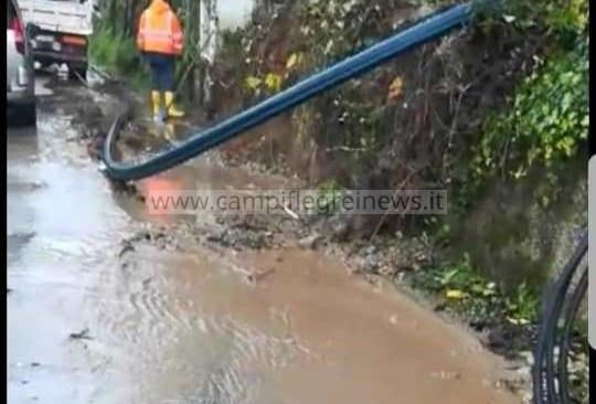 POZZUOLI/ Dopo 2 giorni ritorna l'acqua ai residenti dei Pisciarelli grazie ad un bypass di 400 metri - LE FOTO